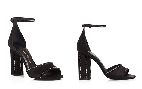 Sale Ebay Salvatore Ferragamo Women's Leather Thong Floral Heel Sandals Outlet Recommend rvchXOA