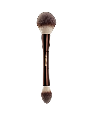 What It Is: A double-ended brush custom designed to be used with Veil Translucent Setting Powder. The smaller, tapered side is perfectly shaped to fit under the eye for setting the under-eye area, while the large, rounded side is designed to be used for all-over application on the face. What It Does: - The ultra-soft synthetic bristles are perfectly dispersed and shaped to pick up the ideal amount of loose powder to create the most airbrushed, perfect complexion - Designed specifically to work w
