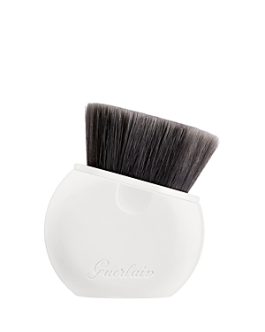 What It Is: A soft, retractable, flat-top foundation brush for a smooth and even foundation application. What It Does: The innovative design of this synthetic fiber brush features a retractable sleeve to protect the bristles, while also making it ideal for everyday use, travel and touch-ups. The brush is designed to work in hard to reach areas-like the under-eye-while leaving a streak-free, flawless finish. How To Use It: Apply your foundation directly onto the L\\\'Essentiel brush and gently buff