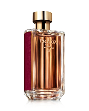 The Prada woman is not one, she is many. At the heart of La Femme Prada Intense, Tuberose, Ylang-Ylang and Patchouli create combinations of notes that accentuate the endless facets of the Prada woman.