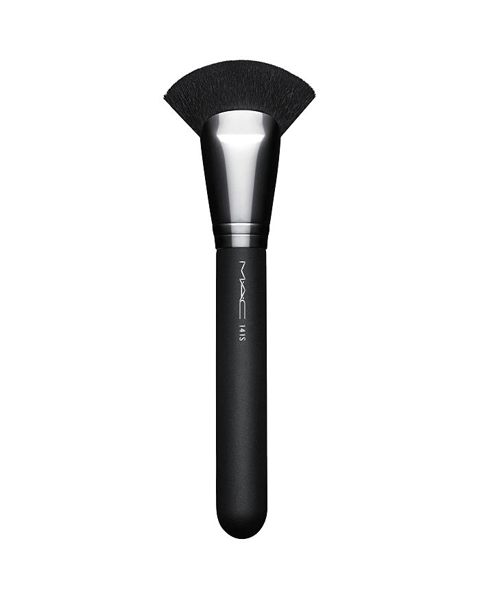 M·A·C - 141 Synthetic Face Fan Brush