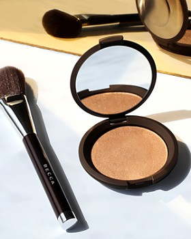 Becca Cosmetics - Angled Highlighting Brush