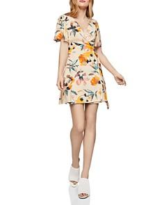 BCBGENERATION - Flutter-Sleeve Floral Wrap Dress