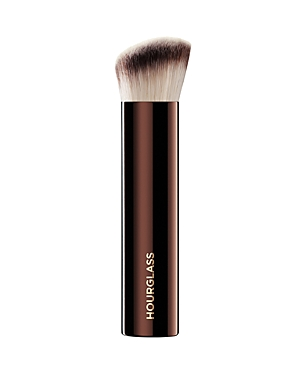 What It Is: A high-performance foundation brush designed with the ideal shape, density and texture to achieve the most seamless finish. The perfect companion piece to the Vanish Seamless Finish Foundation Stick. What It Does: - Formed in a unique shape to fit into all the contours of the face, such as around the nose and under the eyes - Features uniquely crimped bristles that provide the ultimate control to easily sweep across the planes of the face - Supremely soft texture recreates a luxe mic
