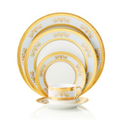 """Orsay"" Round Cake Plate"