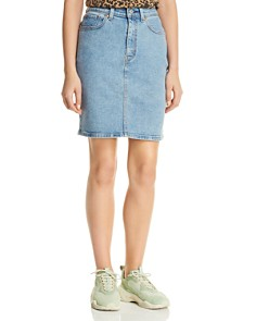 Levi's - Core Denim Skirt in Mid Race