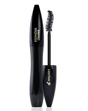 What It Is: A mascara that provides high-volume lashes in a single stroke. What It Does: Get instant lash drama. The full contact brush, with its S-shaped curve, grasps and loads lashes for a fanned out, full-body fringe. The texturizing complex features highly saturated waxes and intense black pigments for maximum lash volume. The triple coating system delivers a fluid and creamy application to quickly and easily build big, battable lashes. Hypnose Drama mascara won\\\'t flake or clump. Allergy-te