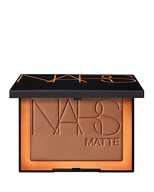 What It Is: Introducing new Matte Bronzing Powder in four buildable shades for sun-sculpted dimension. Enhancing. Entrancing. Long-lasting matte. What It Does: - Silky, matte formula adds depth and dimension to the face with lightweight, buildable coverage. - Shade range provides natural, sun-kissed bronzing and sculpting effects for all skin tones. - A luxurious blend of botanical oils and extracts helps protect and soften the skin for long-lasting, non-drying, comfortable wear. How To Use It: