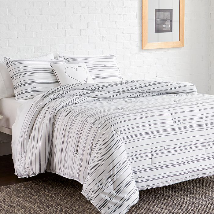 ED Ellen Degeneres - Staggered Love Comforter Sets
