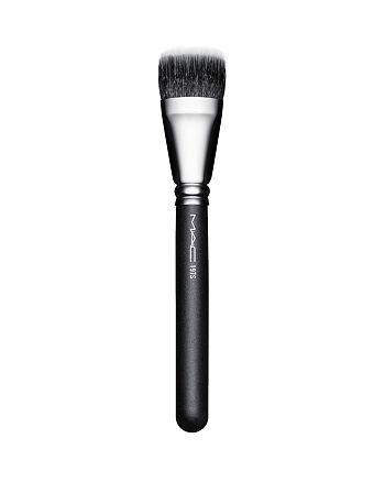 M·A·C - 197S Duo Fiber Square Brush
