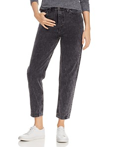 Levi's - Cropped Mom Jeans in Brenda
