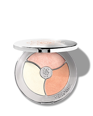 What It Is: A versatile highlighting palette featuring a trio of universally flattering and illuminating pressed powders in pink, gold and amber shades. What It Does: This three-in-one palette includes three complementary illuminating shades that can be mixed or applied separately for a customized glow. Apply as a highlighter for an instant glow, as an eyeshadow to brighten the eyes or as a blush for a light pearlescent finish. Key Ingredients: Japanese pearl extract and pearlescent pigments hyd