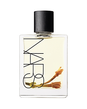 Continuing in the spirit of French Polynesia, Monoi Body Glow Ii complements the original, best-selling favorite, Body Glow. Capturing Monoi de Tahiti oil in its purest state, this lightweight, multipurpose daily oil begets glowing, hydrated and naturally fragrant skin. Monoi de Tahiti oil is the result of macerating the tiare flower (Tahitian gardenia) in refined coconut extract for at least 10 days, slowly infusing the oil with nutrients as well as a delicate, natural fragrance. Each bottle of