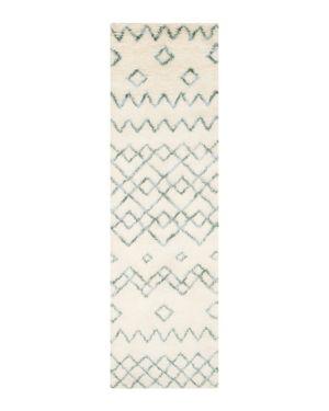 Safavieh Casablanca Collection Runner Rug, 2'3 x 8'