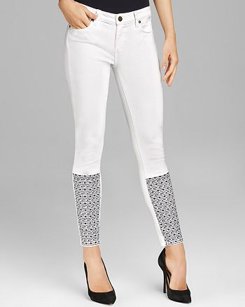 PAIGE - Verdugo Ankle Skinny in White Lucy Embroidery