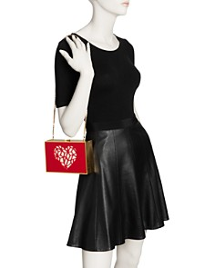 REINE - Cutout Heart Clutch