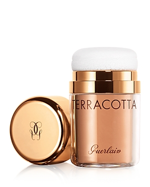 What It Is: A mattified healthy sun-kissed glow powder, in an ultra-practical on-the-go format. What It Does: Formulated with jojoba oil for all-day comfort. A unique combination of corrective mattifying beads and radiance-revealing flakes lies at the heart of this lightweight powder to offer the ideal velvety complexion. The integrated applicator delivers the ideal dose of product, ideal for touch-ups. How To Use It: Gently dab the applicator onto the back of the hand to begin using the powder