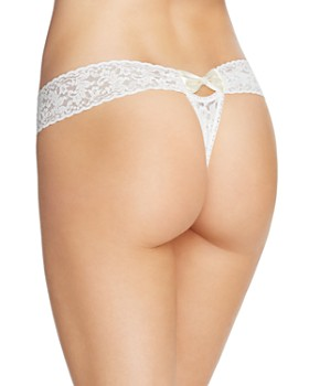 Hanky Panky - Pearl & Bow Signature Lace Thong