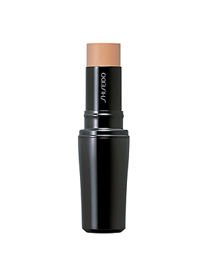 A color camouflage stick that evens and perfects the complexion by counterbalancing redness and adding brightness to skin. Contains Multi-Nutrient Factor, an advanced moisturizer. Using light to its advantage, Prismatic Powder creates a radiant, luminous look, while nourishing ingredients protect and comfort skin. Recommended for all skin types.