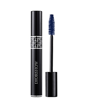 What It Is: A buildable professional volume mascara that produces a lash extension effect. Diorshow, the professional Dior Backstage mascara, has been renewed. Its new-generation formula, enriched with microfibers, optically reproduces the effect of lash extensions used by runway makeup artists. Its patented Air-lock wiper prevents the formula from being in contact with the air, keeping the mascara from drying in the tube for fresh application, day after day. What It Does: Enriched with revoluti