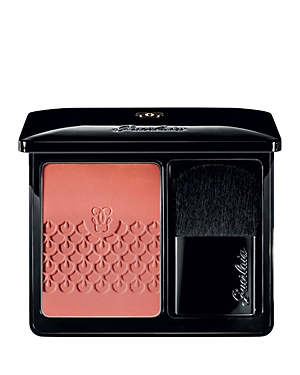 Discover Rose aux Joues, Guerlain\\\'s new color-revealing blush with feather-light textures, enriched with Pink Booster pigments that capture natural red light and boost the cheeks\\\' natural pink hue for a stunning, delicate glow. Fresh, powdery, and golden, Rose aux Joues is offered in six timeless shades for all seasons and occasions. They perfectly match all KissKiss Roselip shades for a healthy and lightly flushed look.