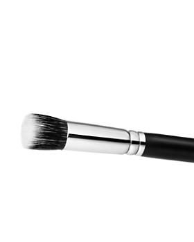 M·A·C - 130S Short Duo Fiber Brush