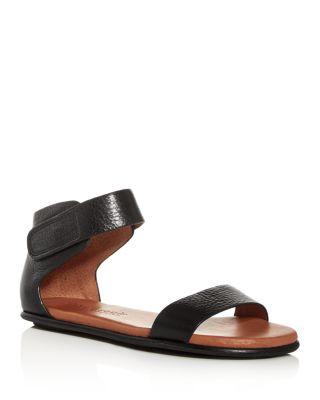 Gentle Souls Women/'s Larisa Flat Sandal with Gladiator Ankle Straps
