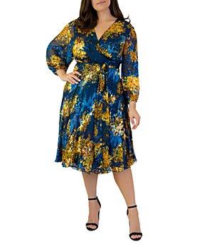 Maree Pour Toi Plus - Printed Burnout Wrap Dress
