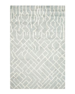 Safavieh Casablanca Collection Area Rug, 5' x 8'