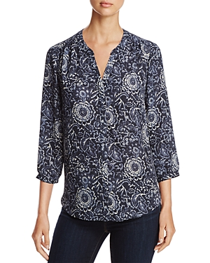 Designed with a delicately pleated back detail for a flowy fit, this Nydj blouse features an intricate floral pattern that adds a feminine twist to work-to-weekend looks.