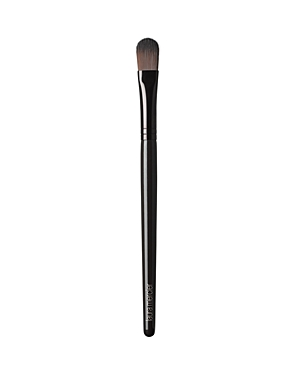 Sized and shaped with flat bristles and an oval shape to set under-eye concealer and powder. The unique, synthetic hairs are designed to pick up and distribute color precisely and evenly.