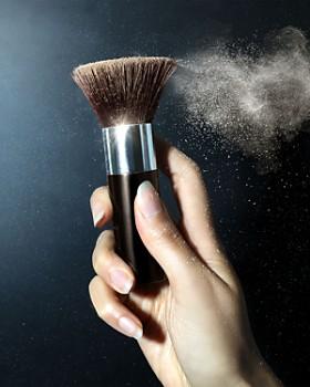 Becca Cosmetics - Soft Kabuki Brush