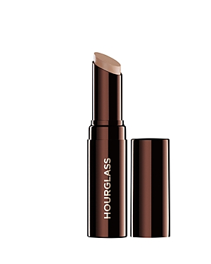 What It Is: A creamy, weightless and moisturizing concealer that blends easily into the skin for an undetectable finish. What It Does: - This creamy, weightless concealer expertly camouflages with an undetectable natural finish - Covers redness, broken capillaries, hyperpigmentation, blemishes, acne scars and dark circles - Long-wearing, hydrating and airy formula doesn\\\'t settle into fine lines - Antioxidant Vitamin E helps protect the skin from damaging environmental elements Shades: - Vanilla: