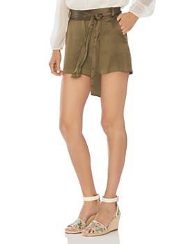 VINCE CAMUTO - Satin Shorts