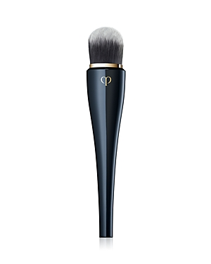 What It Is: An elegant, professional-grade brush designed for building sheer to medium coverage foundation. What It Does: Effortlessly diffuses liquid and cream foundations for customized coverage and a fresh, perfectly even finish. Builds thin, even layers with unique flat head design. Minimizes friction and feels luxurious to the touch. Silky-smooth, soft, fine synthetic fibers. Crafted in partnership with Kumano brush artisans, known in Japan as expert craftsmen for more than 80 years. Conven